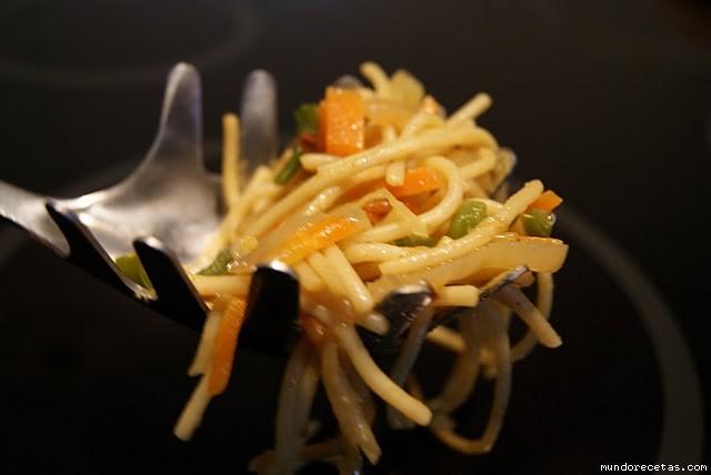 Espaguetis con Verduritas en Wock por Mendia
