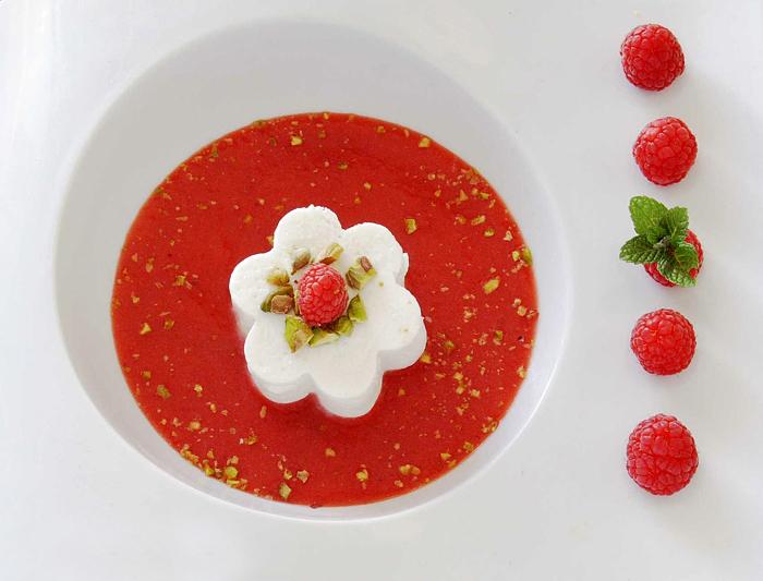 Sopa de Frutos Rojos con Queso Fresco y Pistachos por Mi Gran Diversión