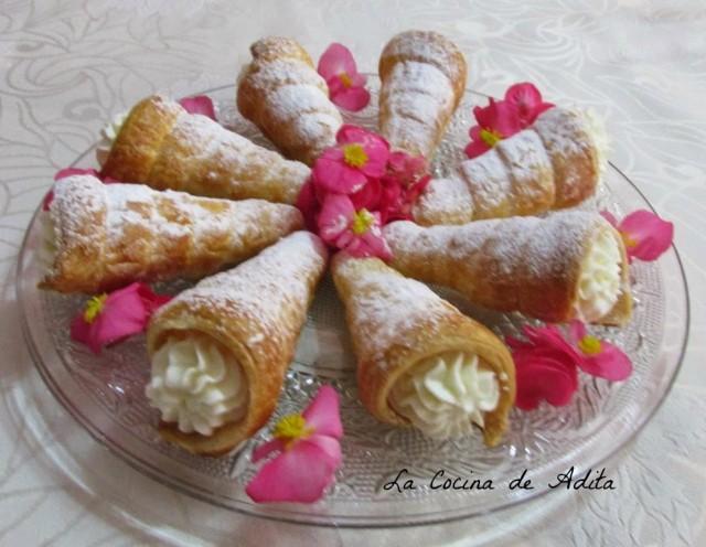 Conos de hojaldre rellenos de nata por La Cocina de Adita