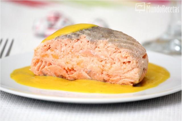 Salmón relleno de su mousse con salsa de mango. Thermomix. Receta de Navidad.