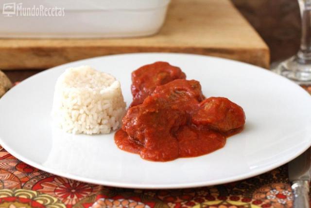 Carrilladas de cerdo con tomate y guarnición de arroz blanco – TM5