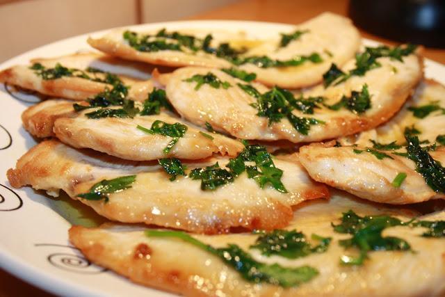 Filetes de pollo con salsa de limón por Cucharita de palo