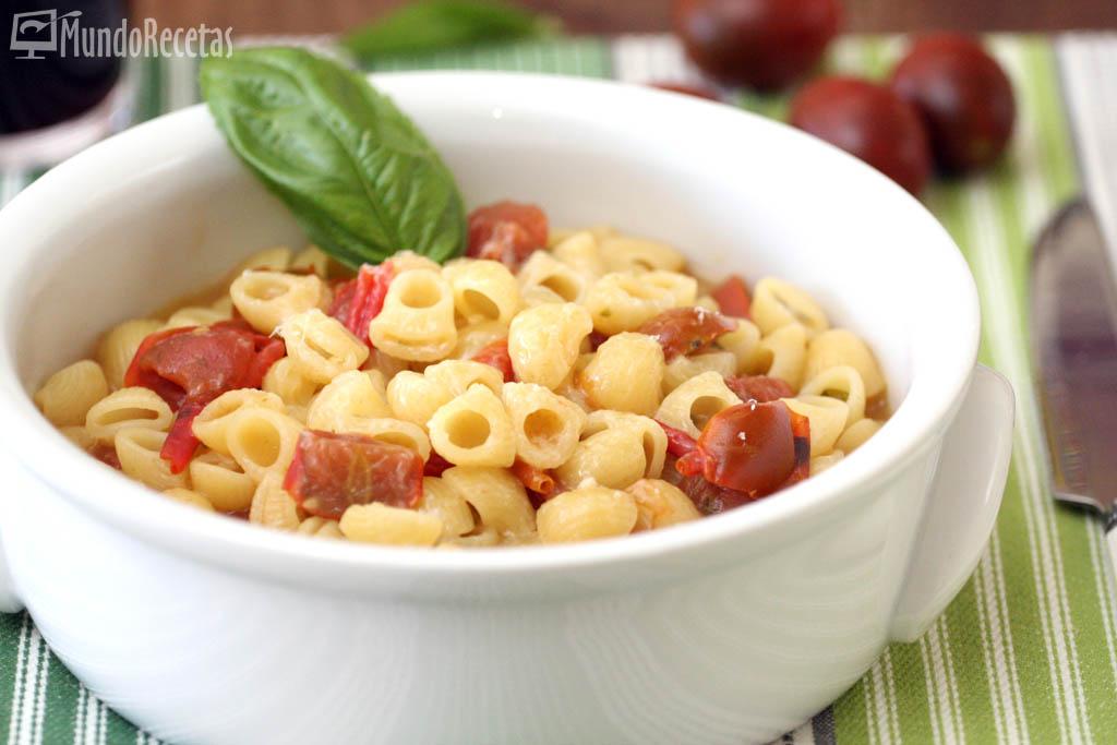 Coditos con tomates cherry y albahaca Thermomix TM5