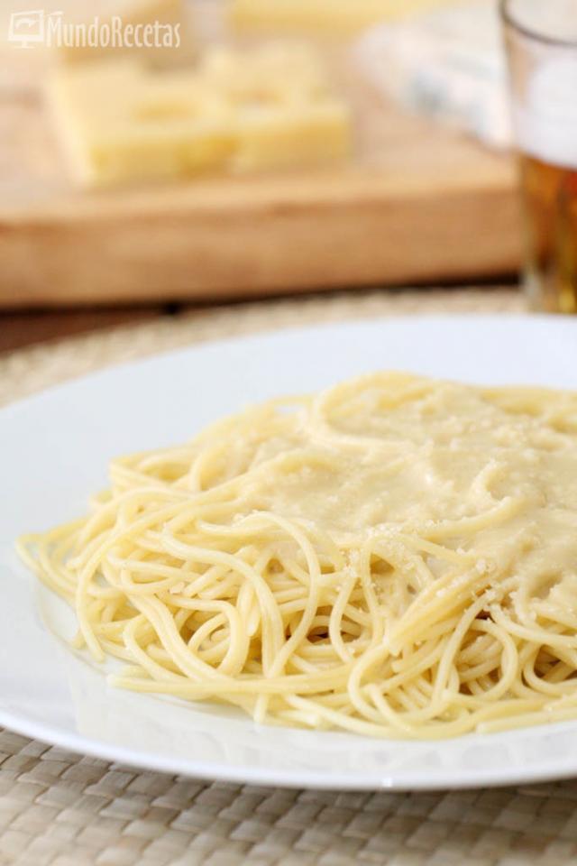 Espaguetis a los cuatro quesos en Thermomix TM5