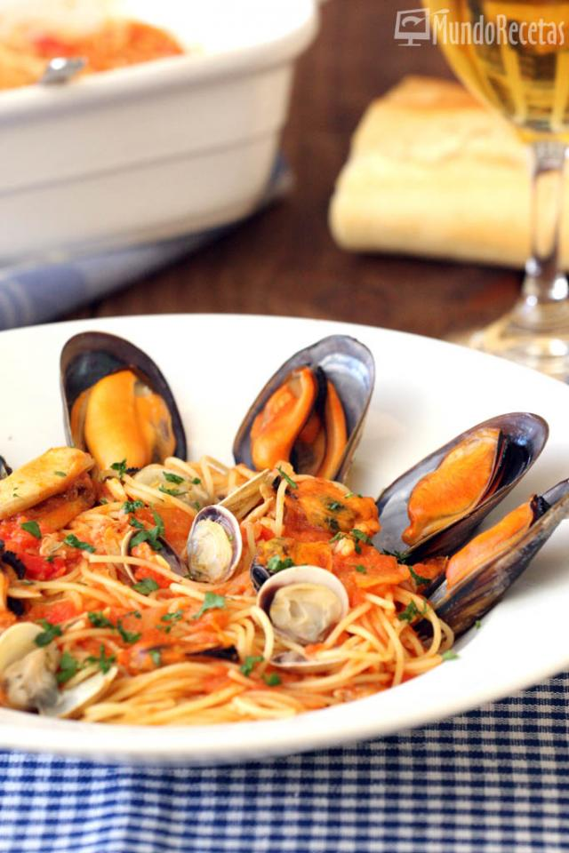 Espaguetis con mejillones y chirlas en tm5 mundo recetas - Espaguetis con chirlas ...