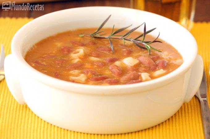 Sopa de pasta y judias pintas