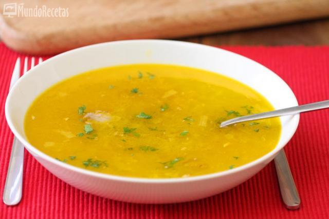 Sopa de pollo y arroz para días de frío