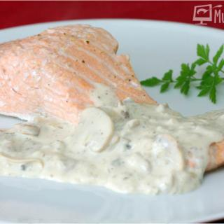salmon al vapor con salsa champiñones