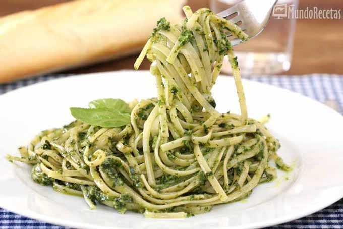 Salsa pesto para espaguetis o tallarines - Como se hace la salsa pesto para pasta ...