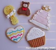 Galletas de mantequilla decoradas con glasa r ...