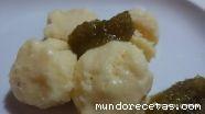 Helado de queso con mermelada de oliva verde