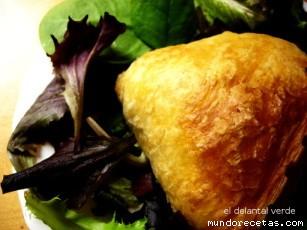 Receta de Ensalada con hojaldre con queso crudo