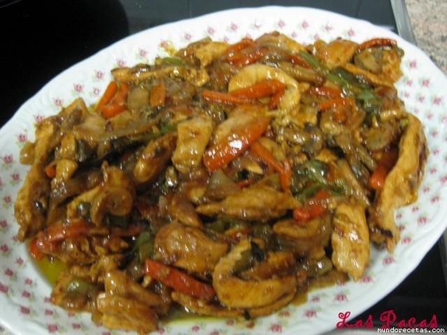 Chop suey de pollo - carne Chow fan Chow mein..