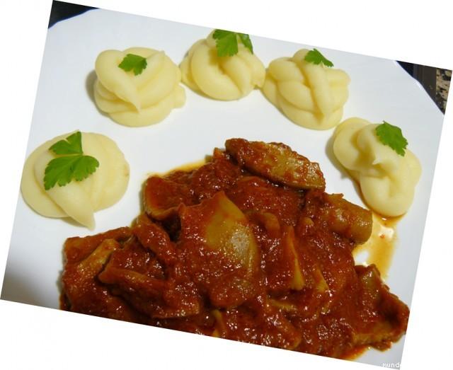 Receta de Calamares con salsa de tomate y puré de patatas