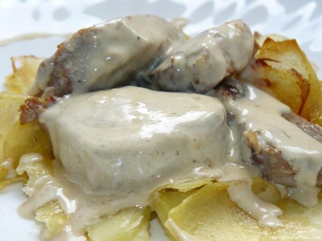 Receta de Solomillo a la pimienta, sobre torta de patatas