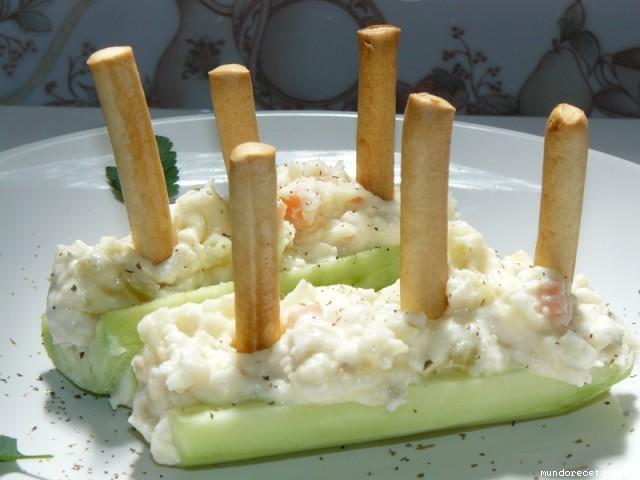 Receta de Barcas de pepino con ensaladilla de pescado