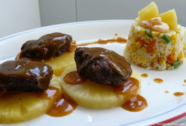 Carrilleras de cerdo ib rico con salsa de pi a al vino y - Guarniciones para carne en salsa ...
