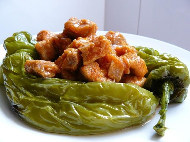 Receta de Magro con tomate y pimientos verdes fritos