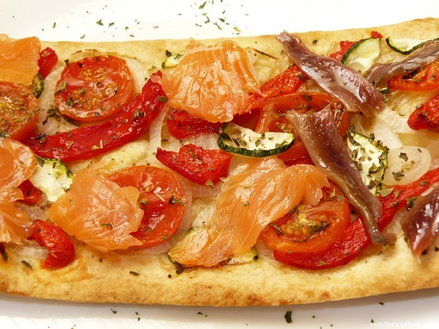 Receta de Coca de verdura con salmón o anchoas