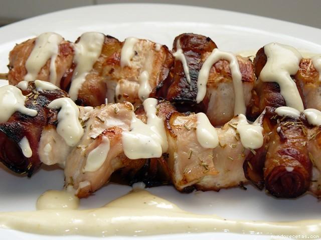 Receta de Brochetas de pollo con salsa de queso