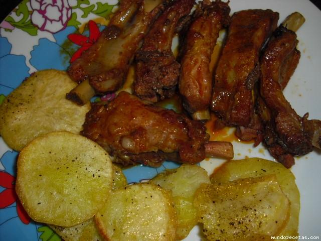 Costillas de cerdo ibericas adobadas con patatas - Patatas con costillas de cerdo ...