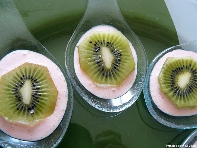 Receta de Kiwi con salsa de fresas