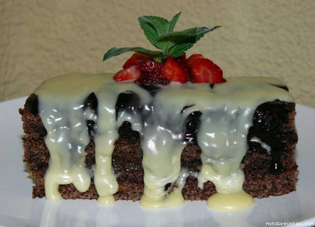 Receta de Bizcocho de chocolate, fresas y menta
