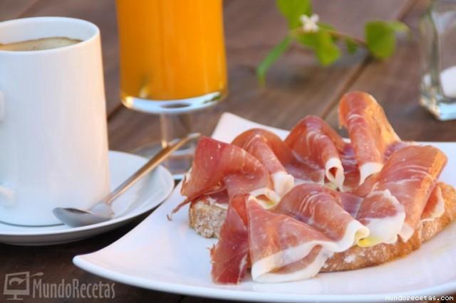 G4ff00231d81b4-Desayuno-Tosta-de-Jamon-con-Tomate-.jpg